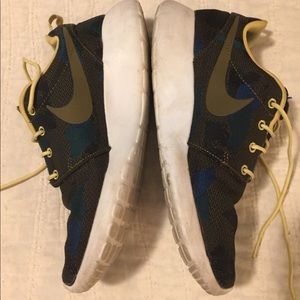 Nike Shoes - Nike Roshe Size 7 men's